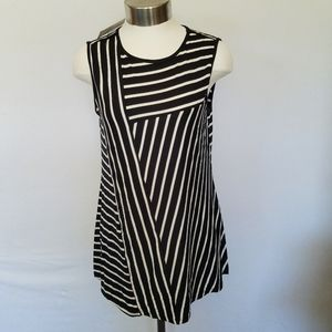 Cable & Gauge Black and White Tank Size Small.